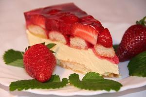 tort-z-kremem-truskawkami